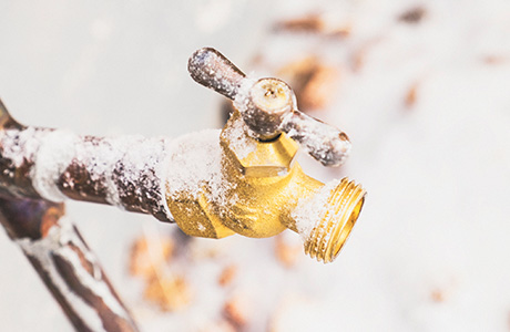 How to Unfreeze a Frozen Pipe